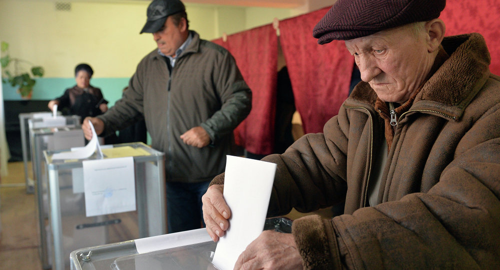 Donetsk resident votes on elections of the head of DPR and deputies of National Council of the republic