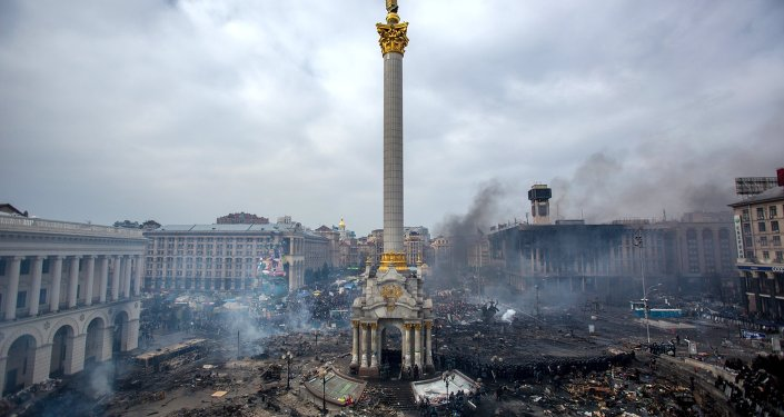 Fire smoke and protesters on Maidan Nezalezhnosti square in Kiev. February, 22.