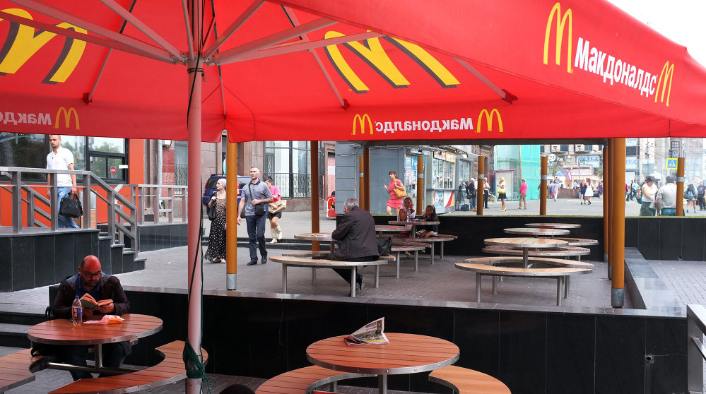 mcdonalds in moscow and coke in Russia's food safety watchdog has temporarily shut down four mcdonald's restaurants in central moscow – including russia's first outlet near red square -- for alleged sanitary violations.