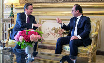 French President Francois Hollande, right, meets with British Prime Minister David Cameron at the Elysee presidential Palace, in Paris, Thursday, May 28, 2015.