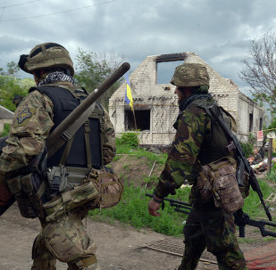 Servicemen walk on May 28, 2015 around Ukrainian positions on the frontline facing eastern Ukrainian independence supporters near Donetsk in eastern Ukraine