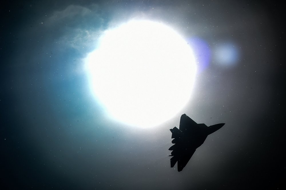 Fit For a King: Russian PAK FA Dazzles at Bahrain International Airshow