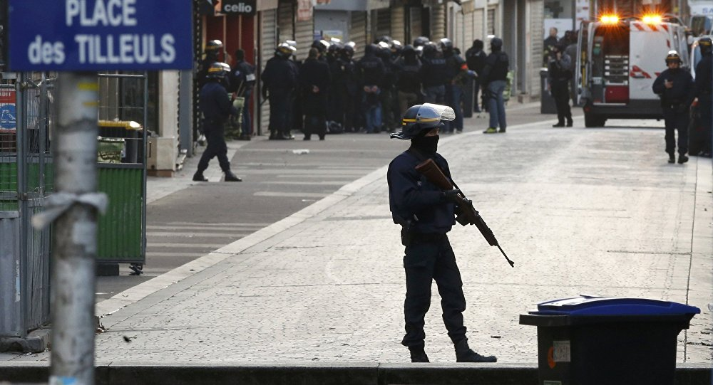 French riot police (CRS) secure the area as shots are exchanged in Saint-Denis, France, near Paris, November 18, 2015 during an operation to catch fugitives from Friday night's deadly attacks in the French capital