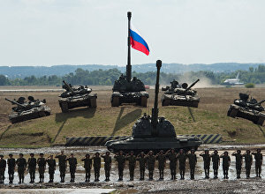 T-90 and T-80 tanks and a Msta-S howitzer at the final rehearsal for the Invincible and Legendary military and patriotic programme of the Engineering Technologies 2014 international forum in Zhukovsky near Moscow