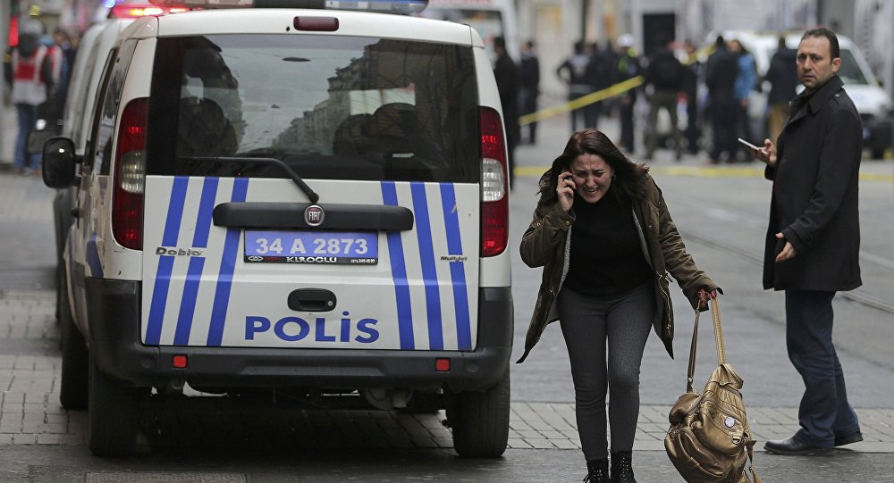 A woman reacts following a suicide bombing in a major shopping and tourist district in central Istanbul March 19, 2016.