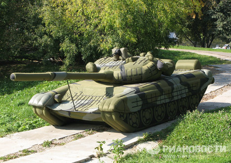 Inflatable tanks, aircraft and other weapons