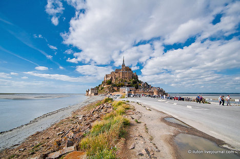 A trip to Mont Saint-Michel, a fortress town on the English Channel