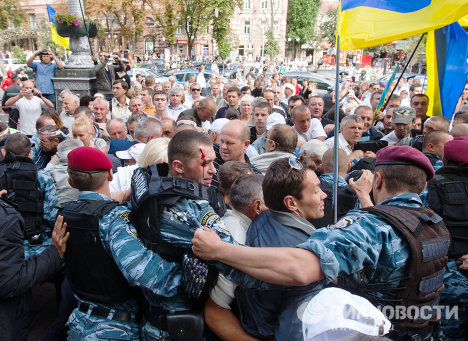 Clashes as Tymoshenko taken into custody