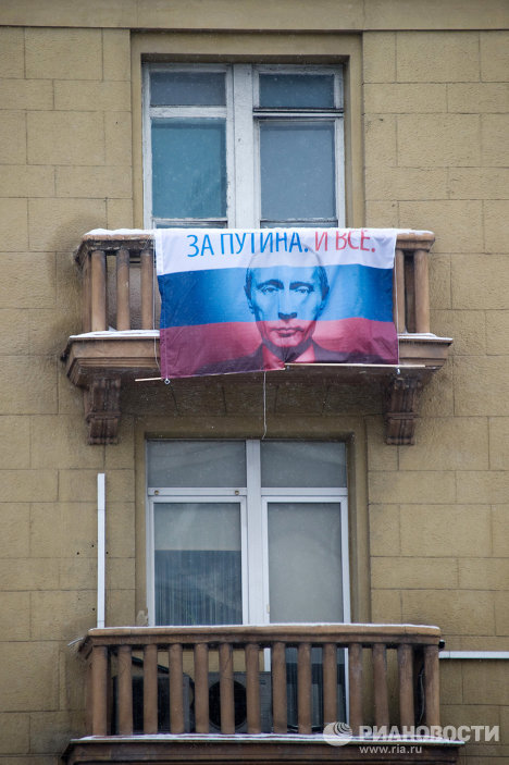 Hearts and flags for Vladimir Putin