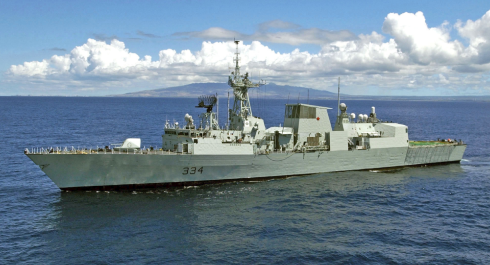 Canadian frigate HMCS Regina (FFH 334) heads out to sea to participate in exercise Rim of the Pacific (RIMPAC) 2004.