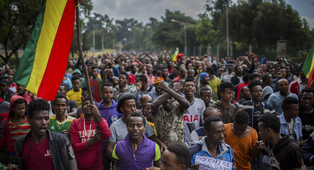 Thousands of protesters from the capital and those displaced by ethnic-based violence in September 2018