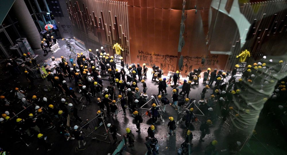 Protesters break into the government headquarters in Hong Kong on July 1, 2019, on the 22nd anniversary of the city's handover from Britain to China