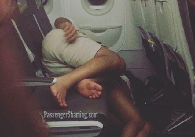 Passengers sleep on plane's floor