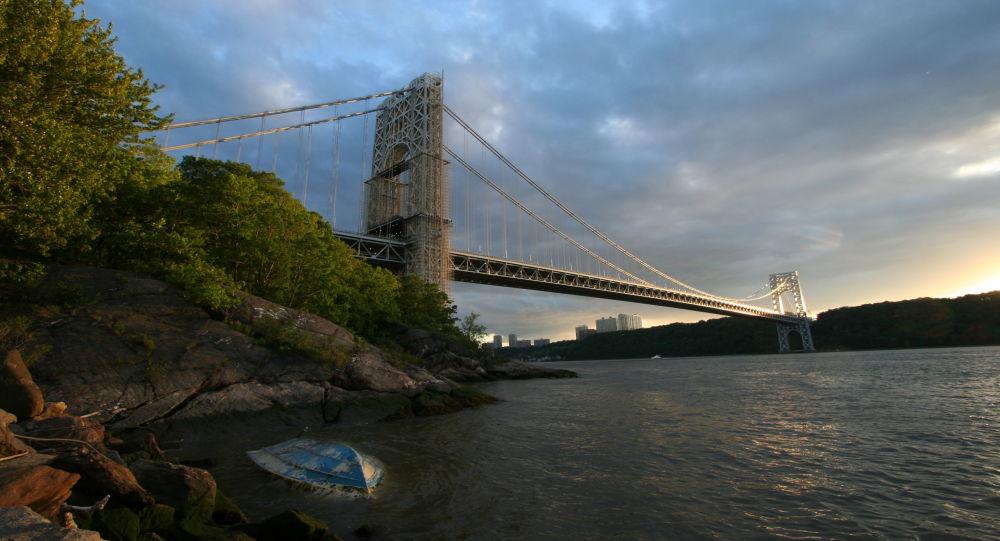 George Washington Bridge, New York City, NY, USA. From the NYC side. Photo by Jim Harper, May 20, 2006.