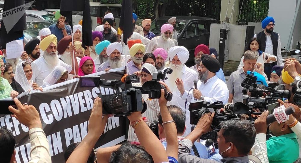 Sikh Community Protests Outside Pak High Commission in India