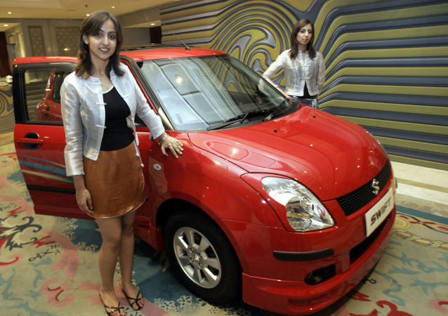 Models pose with the newly launched 'Swift' by Maruti Udyog Limited (MUL) in New Delhi, 25 May 2005