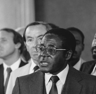 Zimbabwe's new Prime Minister Robert Mugabe talks with reporters in Washington in 1980