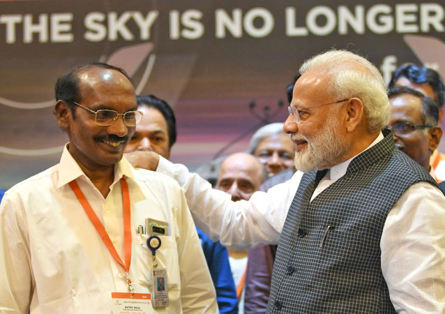 India's Prime Minister Narendra Modi talks to Kailasavadivoo Sivan, chairperson of the Indian Space Research Organization (ISRO) at their headquarters in Bengaluru, India, September 7, 2019. India's Press Information Bureau/Handout via REUTERS ATTENTION EDITORS - THIS PICTURE WAS PROVIDED BY A THIRD PARTY. NO RESALES. NO ARCHIVE.