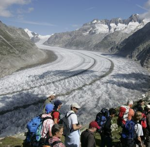 Hundreds of volunteers walk along of the Aletsch glacier before a massive naked photo session with U.S. photographer Spencer Tunick, near Bettmeralp, Switzerland, Saturday, August 18, 2007. The environmental group Greenpeace commissions Tunick to take pictures of nude volunteers on a Swiss glacier to call attention to the issue of global warming and its impact on glaciers. (KEYSTONE/Laurent Gillieron)