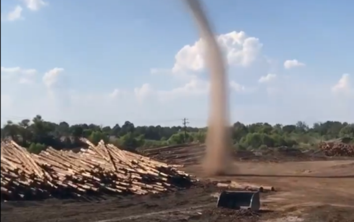 Mississippi Workers Spot Growing Dust Devil