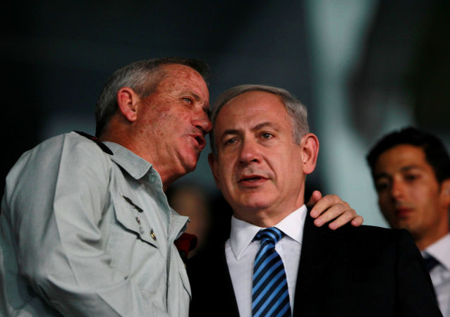 Israel's Prime Minister Benjamin Netanyahu (R) and Israel's armed forces chief Major-General Benny Gantz speak during the opening ceremony of the 19th Maccabiah Games at Teddy Stadium in Jerusalem July 18, 2013