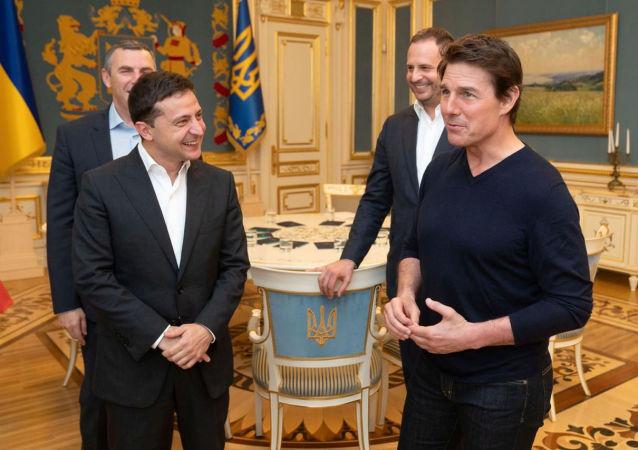 Ukraine's President Volodymyr Zelenskiy meets with actor and producer Tom Cruise in Kiev, Ukraine September 30, 2019. Picture taken September 30, 2019