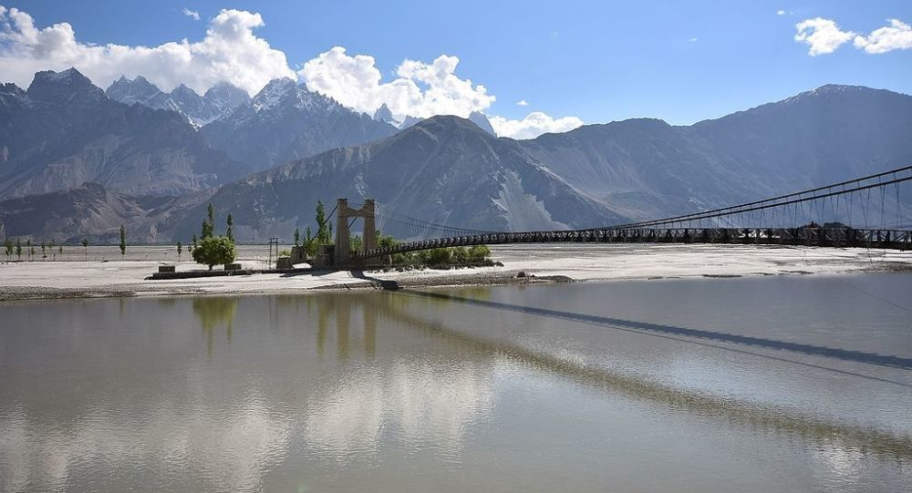 Saling bridge helps you to cross over the Shyok river