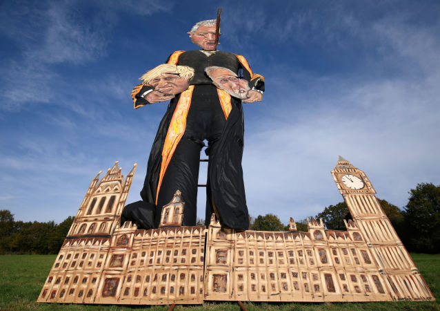 The 11-metre effigy of Britain's Speaker of the House of Commons John Bercow holding Prime Minister Boris Johnson and Labour Party leader Jeremy Corbyn is seen after it was unveiled today ahead of the Edenbridge Bonfire Celebrations in Edenbridge, Britain October 30, 2019. REUTERS/Tom Nicholson NO RESALES. NO ARCHIVES