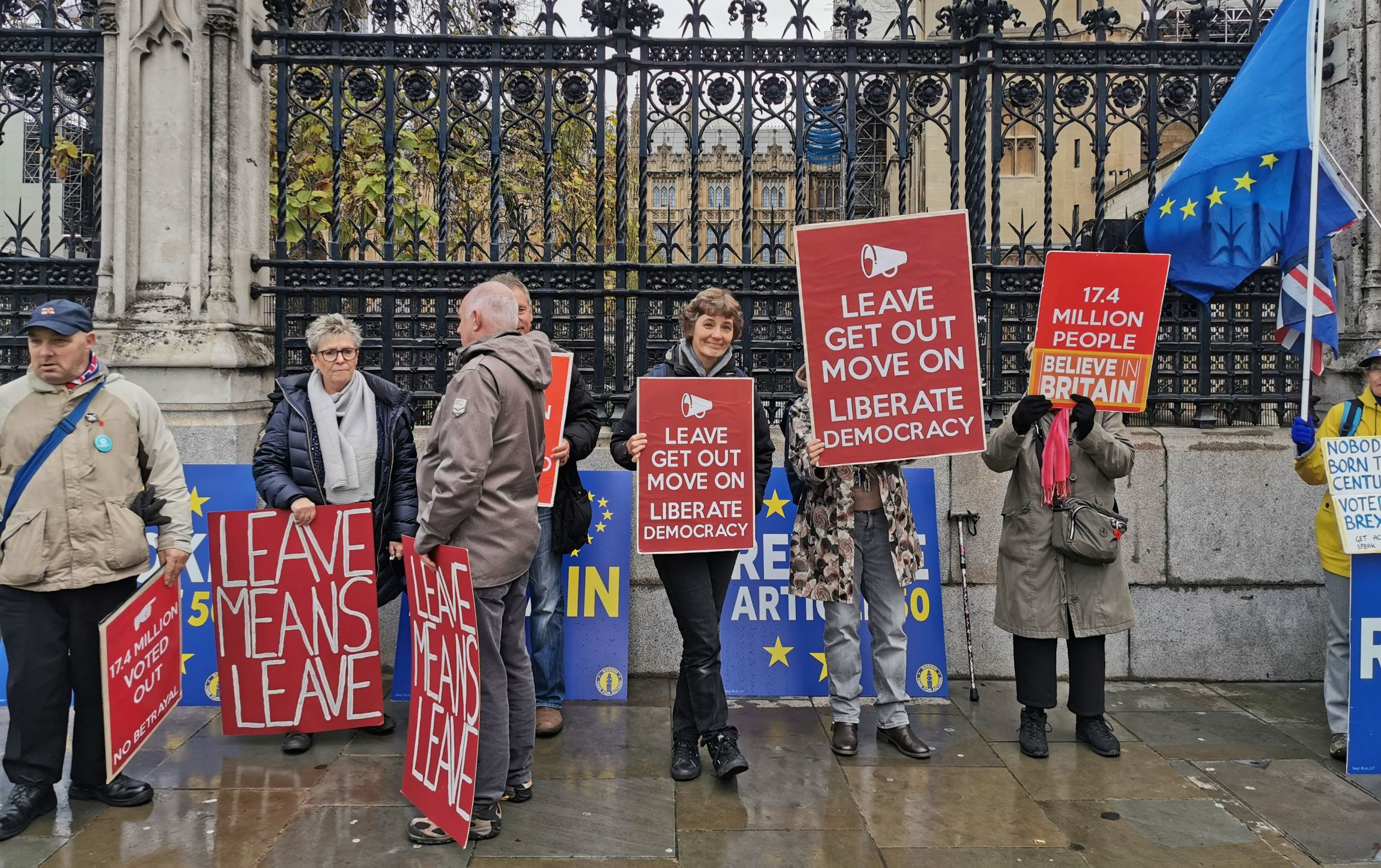 Brexit supporters in front of Westminster