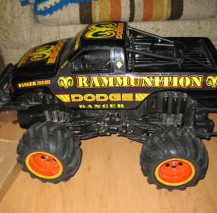 Remote-controlled toy car
