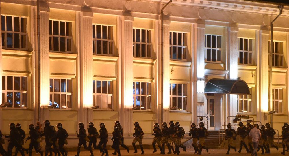 Sounds of Powerful Blasts Heard in Protest-Hit Minsk, Cloud of Smoke Is Seen