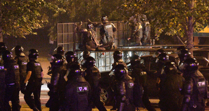 Second Night of Belarus Protests Sees Riot Police, Barricades, Tear Gas, Molotov Cocktails