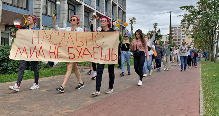 Belarusian Women Hold Peaceful Rally Against Police Violence – Video