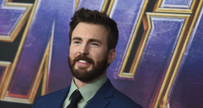 Chris Evans Turned an Accidental Nude Photo Leak Into