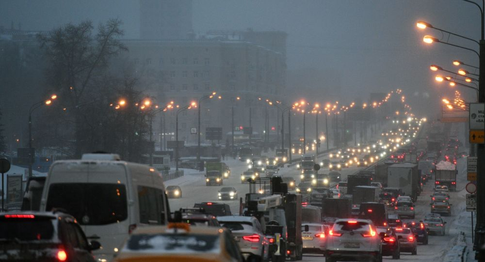 Moscow Paralyzed by Huge Traffic Jams Overnight Due to Heavy Snowfall