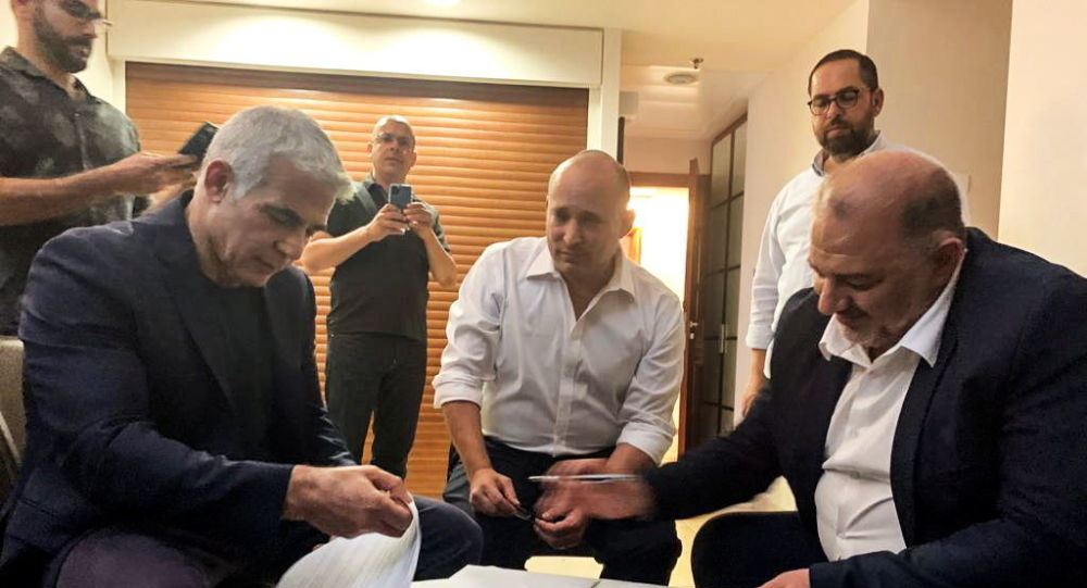 Lapid Coalition Finalizes Deal to Form New Government, Divide Ministry Posts