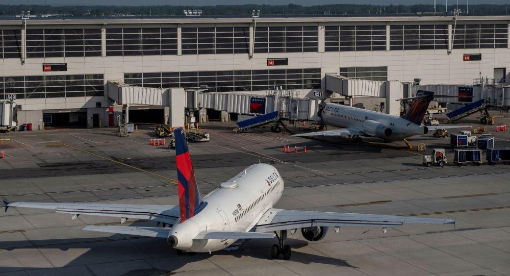 Video: US Delta Flight Forced to Make Emergency Landing After Passenger Goes Crazy, Attacks Crew