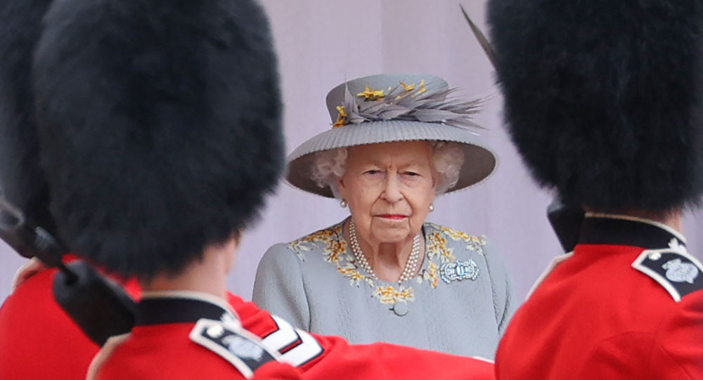 UK Queen Reportedly Ditches 'Never Complain, Never Explain' Policy to Stop 'Mistruths' About Royals