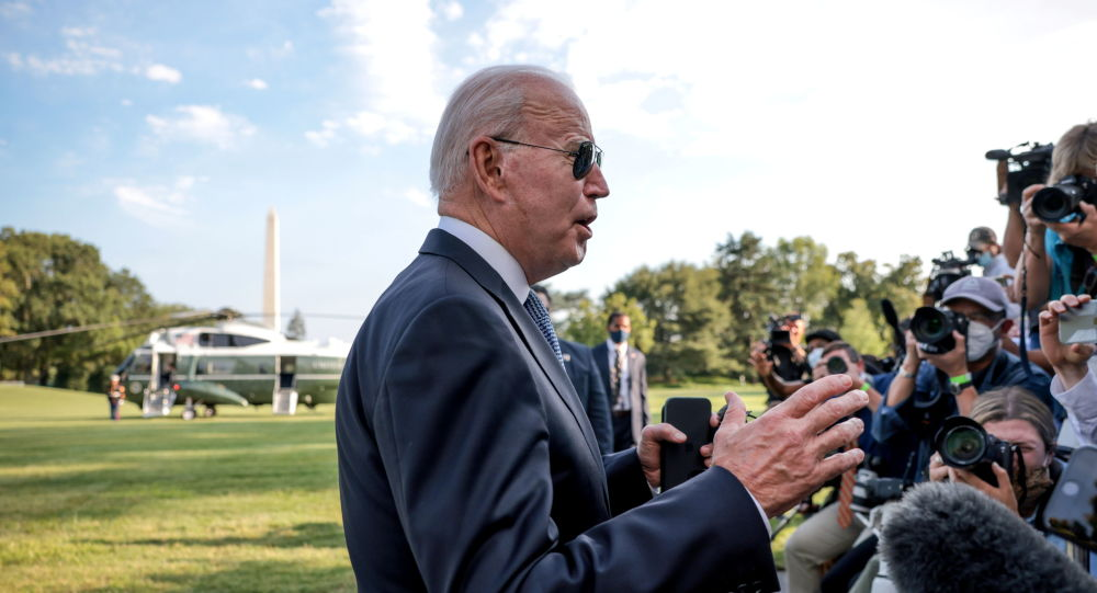 Foreign Intel Chief: Biden Accuses Russia of Disinformation to Excuse Dems' Possible Midterm Defeat