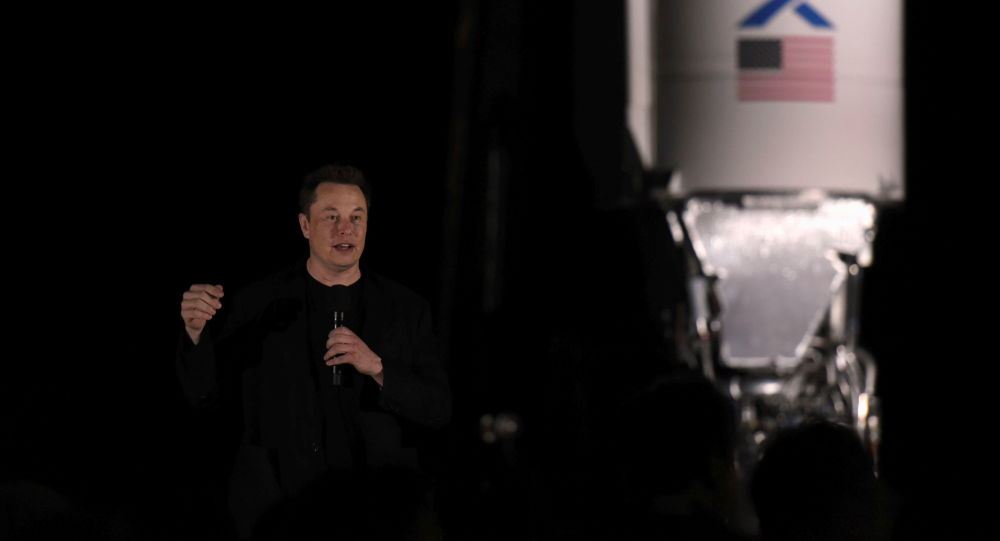 NASA Failure Prompts Elon Musk Offer to Make Spacesuits for 2024 Moon Landing