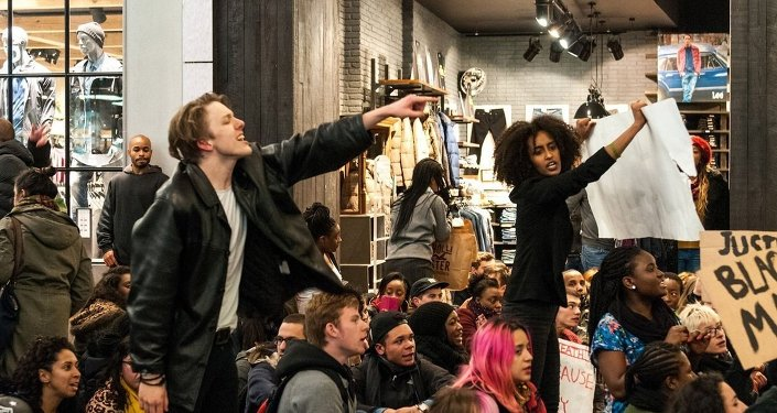 Protest held at Westfield shopping centre over police 'choke-hold' death of black man