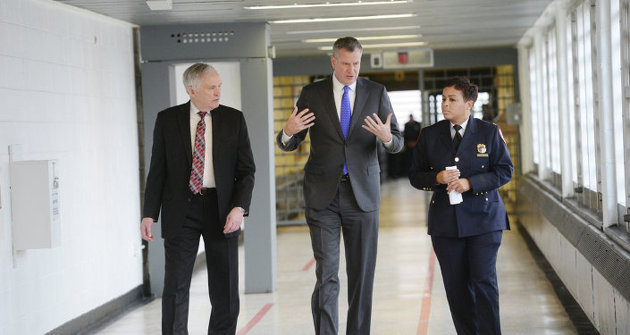 New York City Mayor Bill de Blasio is joined by, from left, Department Correction Commissioner Joe Ponte and Warden Becky Scott during his tour of Rikers Island.