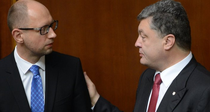Ukrainian President Petro Poroshenko (right) and Prime Minister Arseny Yatsenyuk