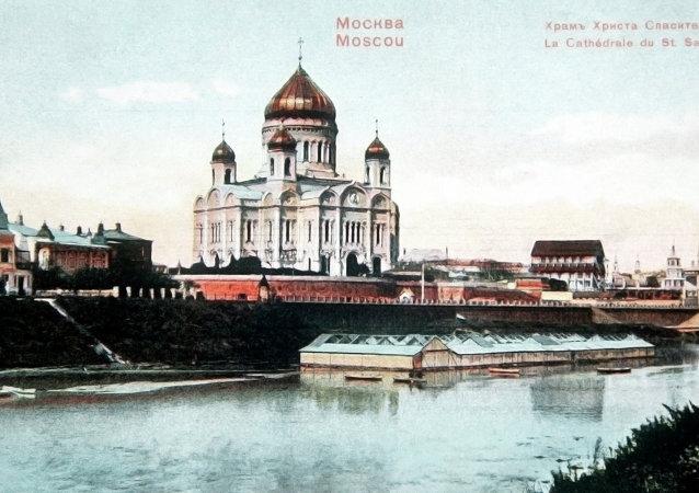 Вид на Храм Христа Спасителя в Москве