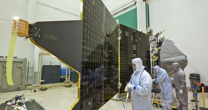 Зонд Maven в сборочном цехе компании Lockheed Martin