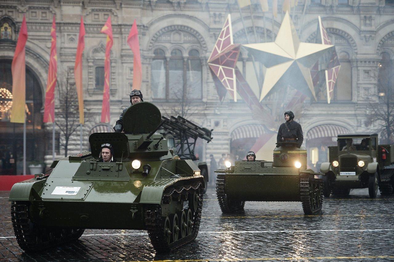 Anniversary march dedicated to November 7, 1941 military parade