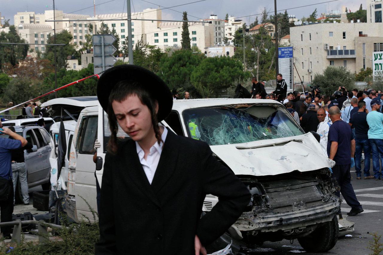 Машина наехавшая на пешеходов в Иерусалиме.