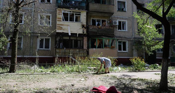 Разрушенный жилой дом в Донецкой области