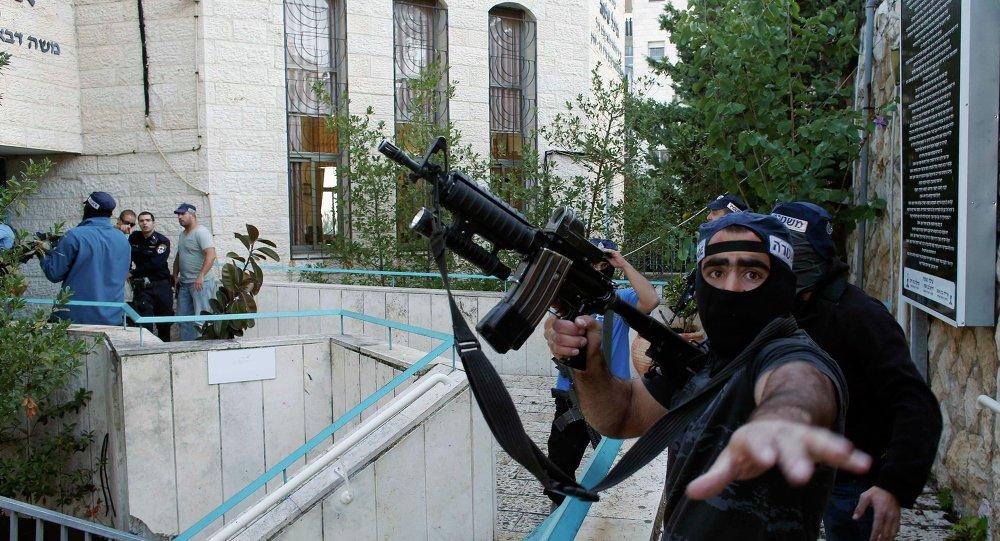 An Israeli police officer
