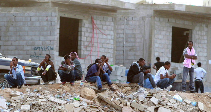 A total of 90 human rights groups have appealed to labor ministers in the Gulf and Asian countries to protect migrant workers by implementing immigration reforms, a statement issued on Sunday by Human Rights Watch (HRW) said